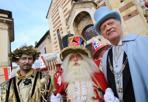 Le maschere - Verona, Carnevale a Santo Stefano con le maschere del rione, il «Duca della Pignatta» e il «Dio de l'oro». Presente anche il «Papà del gnocco» (al centro). foto Sartori