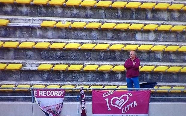Cuore Citta - Nel San Nicola che con quasi 36mila tifosi ha segnato un record in serie B c'era un solo supporter del Cittadella, volato a Bari per il posticipo del lunedì