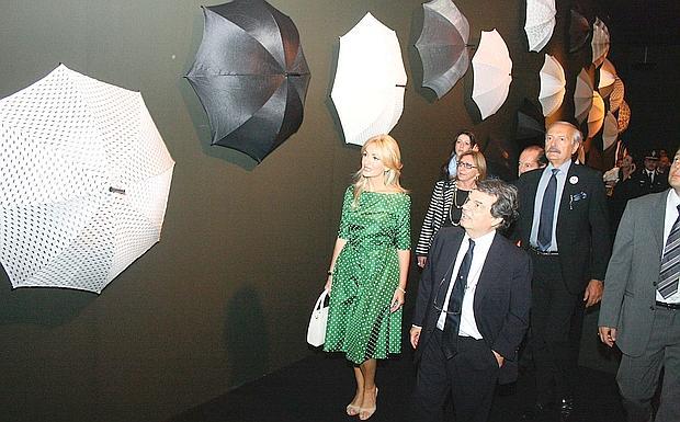Il ministro e gli ombrelli foto del giorno corriere for Abitare a verona