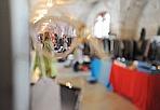 Sguardo vintage - All'Arsenale di Verona è stato allestito il «Vintage Market»: sono esposti occhiali, vestiti, scarpe, gioielli d'altri tempi. (Anto/Fotoland)
