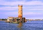Un faro da 2.800 euro - Il faro Spignon nella laguna veneziana è alto 15 metri ed è stato costruito nell'Ottocento. Il valore stimato è di 2.800 euro e appartiene al Demanio che trasferirà la proprietà al Comune di Venezia.