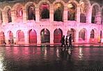 Arena shocking - L'anfiteatro di Verona si è tinto di rosa per sensibilizzare le donne alla prevenzione del tumore al seno. (Anto/Fotoland)