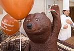 CioccolaDino - Questo weekend al «CioccolandoVi» di Vicenza, non manca neanche l'orso Dino: un metro e mezzo d'altezza per 60 chili... di cioccolato.