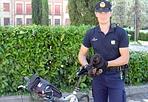 Un coniglio nel parco - Vicenza. Un coniglietto nero nascosto dietro una siepe nel parco Aldo Moro di Vicenza ha destato l'attenzione di un passante che l'ha segnalato a un agente di quartiere. La bestiola sarà affidata a un allevatore