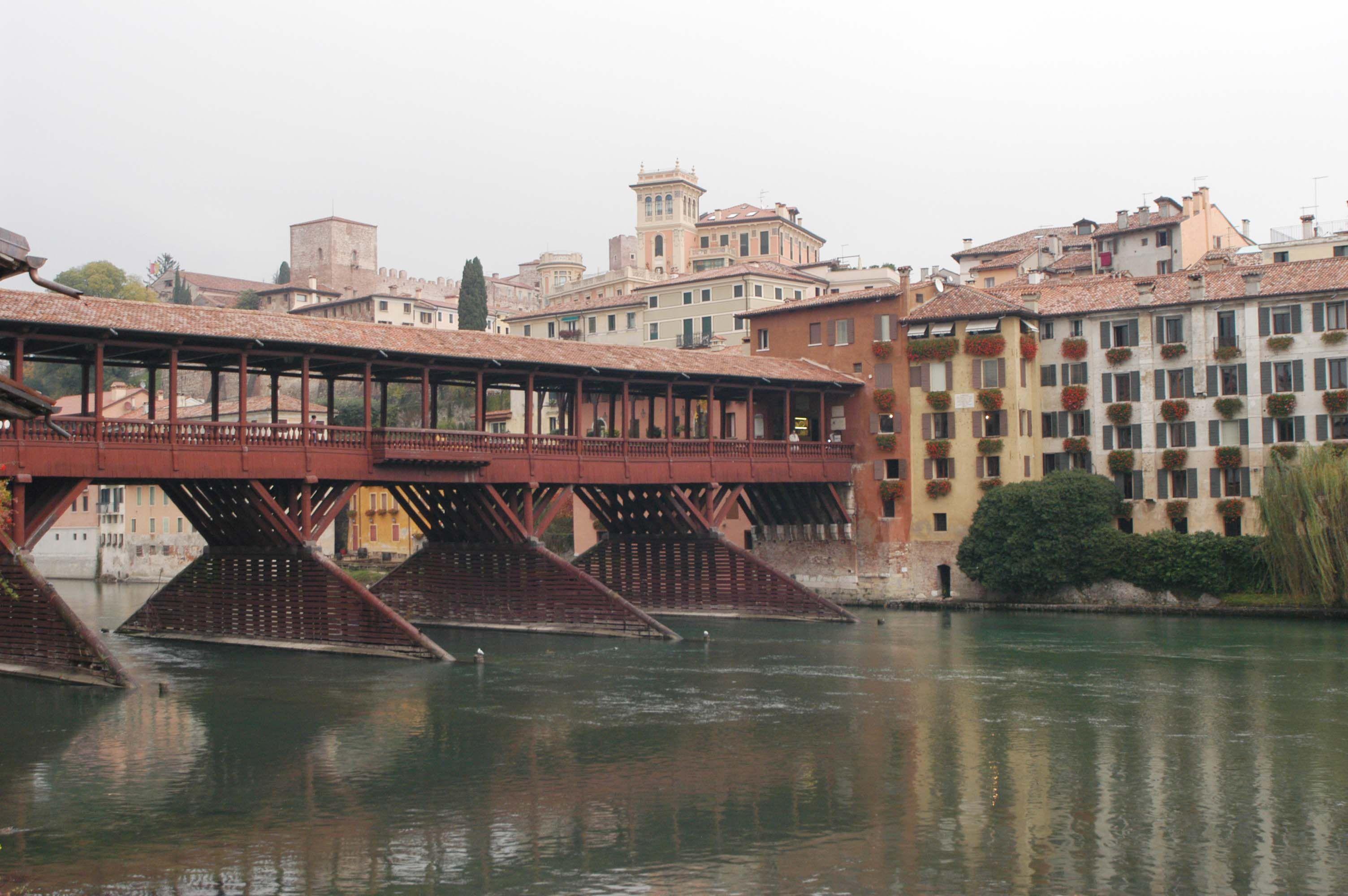 Chiuso il ponte degli alpini corriere del veneto for Piani di fondazione del ponte