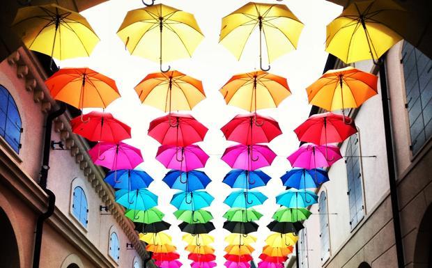 Piovono ombrelli - Foto del giorno - Corriere del Veneto
