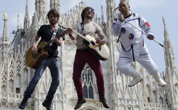 """Sonhora in volo - La band veronese dei Sonhora nel nuovo video girato a Milano: """"in volo"""" tra le guglie del Duomo"""