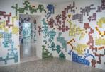 Mosaici - Kids Creative Lab. Installazione collettiva realizzata dai bambini delle scuole primarie. Il laboratorio creativo è stato ideato dal dipartimento educativo della Collezione Peggy Guggenheim di Venezia
