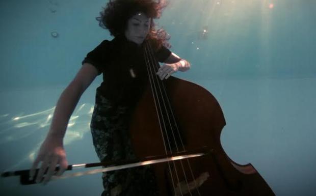 Note sott'acqua - Una scena del film «Italian character» di Angelo Bozzolini che stasera al Portello di Padova (ore 21.30) aprirà il «River Film Festival»