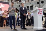 Rossi, comizio con Serracchiani in piazzaE Bitonci lo sfida col flash mob in Prato