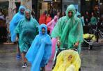 La famiglia Poncio - In barba al maltempo questa colorata famiglia si gode le vacanze anche sotto la pioggia