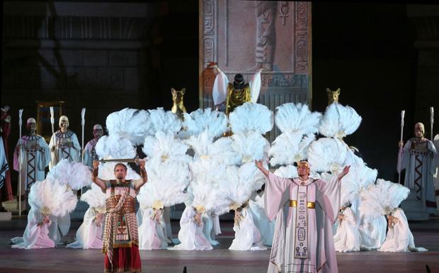 Aida - Seconda rappresentazione di «Aida» nell'edizione storica del 1913 per il Festival lirico 2014 all'Arena di Verona. Nella foto, una scena tratta dall'atto I Berti Beloselsky (foto Ennevi per gentile concessione della Fondazione Arena di Verona)