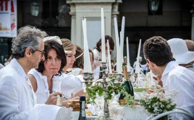 Cena in bianco - Il bianco sarà l'unico colore ammesso per la Cena in Bianco che avrà luogo a Conegliano (Treviso) sabato 13 settembre 2014