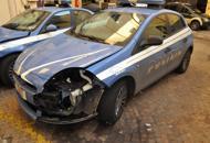 In auto inseguono romeni  in fuga feriti cinque poliziotti coinvolti