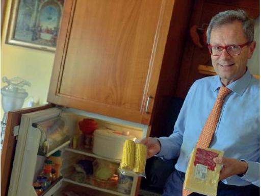 Maionese, sarde e prosecco | Foto Bellati (Lega): non so cucinare