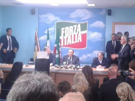 Berlusconi spinge Zaia | FotogalleryVideo: ferma l'auto| Dal predellinoPascale: dura reggere ritmo di Silvio