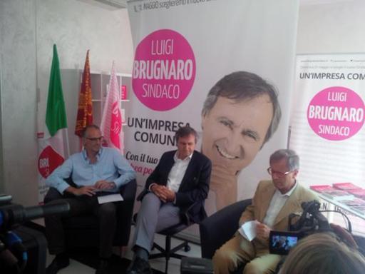 Brugnaro, accordo anche con la Lega«Così dialogo Comune-Regione»Sorrisi e strette di mano: le foto