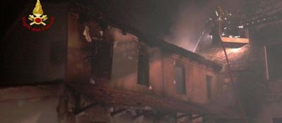 Corto circuito incendio distrugge un abitazione di due for Piani di casa del mississippi