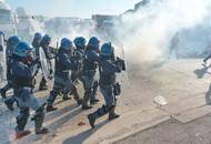 Prix, cariche e scontri al corteo | FotoC'� anche un manifestante feritoVideo 1: le proteste | Video 2
