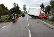 Schianto tra auto e un furgone cinque feriti, due gravi