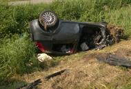 Auto si schianta contro camion Una donna muore  sul colpo
