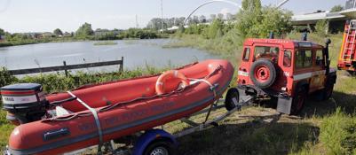Delitto noventa vigili del fuoco al lavoro nel lago di for Lago padova
