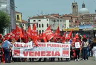 Sciopero regionale dei servizi pubblici Pi� di tremila in corteo a Venezia| Fotogallery |  Video