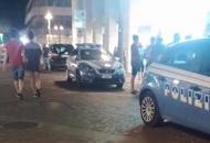 Ragazzini lanciano bottiglie di vetrodalla finestra dell'hotel: turisti feriti