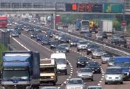 Auto si rovescia in  autostrada Un ferito grave,  A4 chiusa per ore