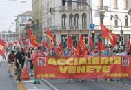 Metalmeccanici, mille in piazza per il rinnovo del contratto | Foto