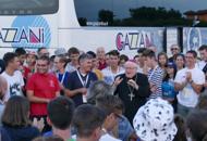 Monaco, a Verona i 300 ragazziBandiera mezz'asta in piazza BraFotogallery dell'arrivo| Il video
