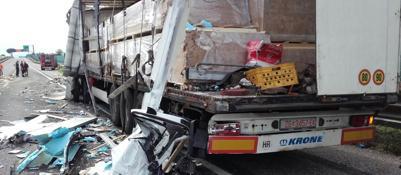 Traffico paralizzato sull'A4 | FotoMaxi-tamponamento: un morto