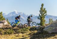 Canoa o bici, montagne per sportivi