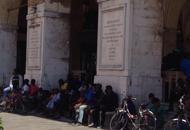 Migranti in piazza per i documentiManildo: �Mai pi� scene del genere�