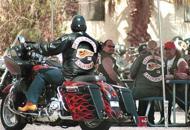 Raid armato dei biker contro i rivali Tre centauri feriti, uno � grave
