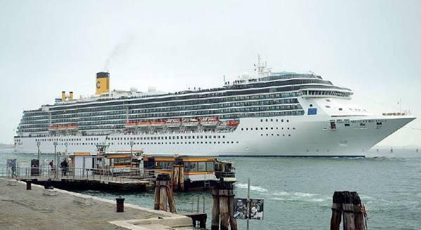 Grandi navi, Brugnaro boccia Zaia «Marghera? La città ha già deciso»