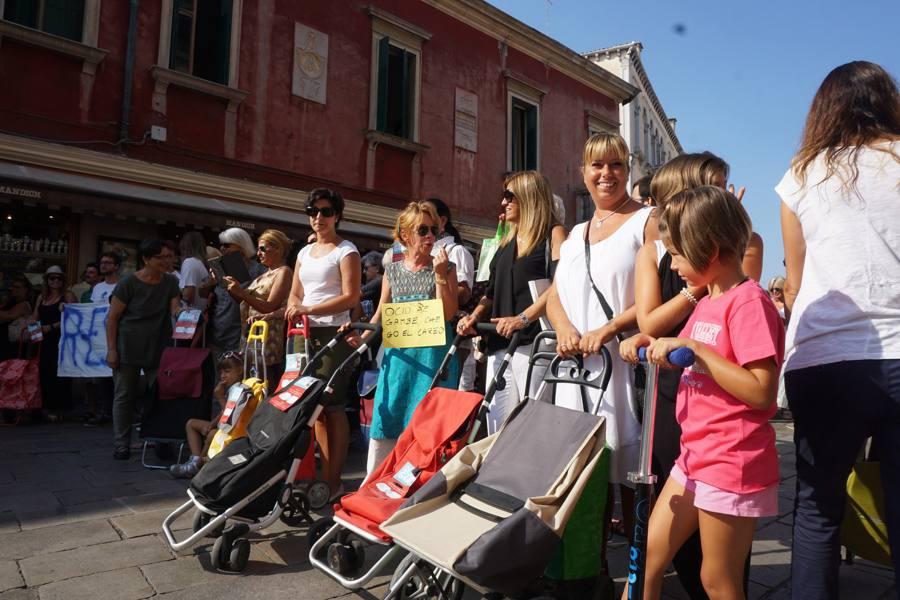 Mille col carrello per difendere Venezia