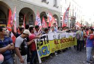 Centri sociali e sindacati, in 300manifestano contro Bitonci