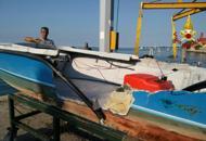 Barchino si schianta contro un taxicoppia raggiunge la riva a nuoto