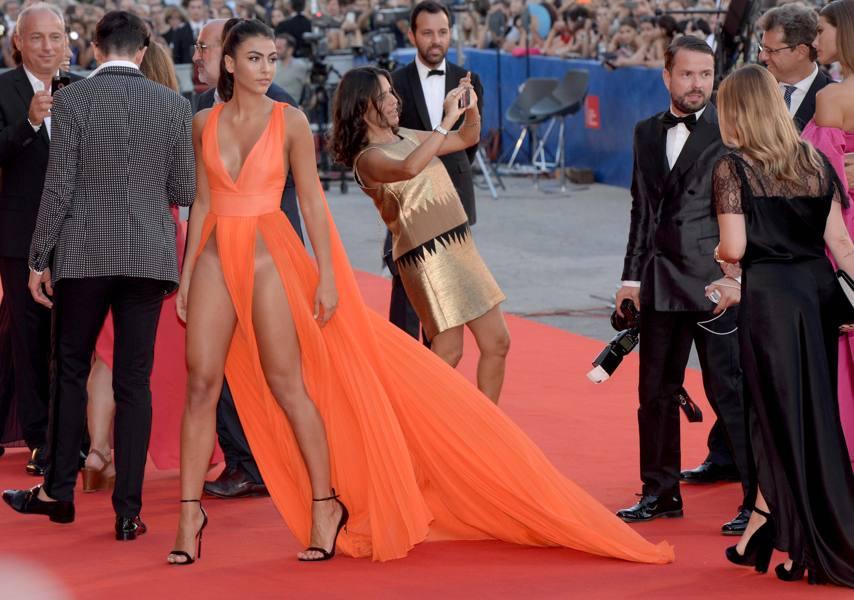 Prove di nude look veneziano per la sex-bomb Kim Kardashian