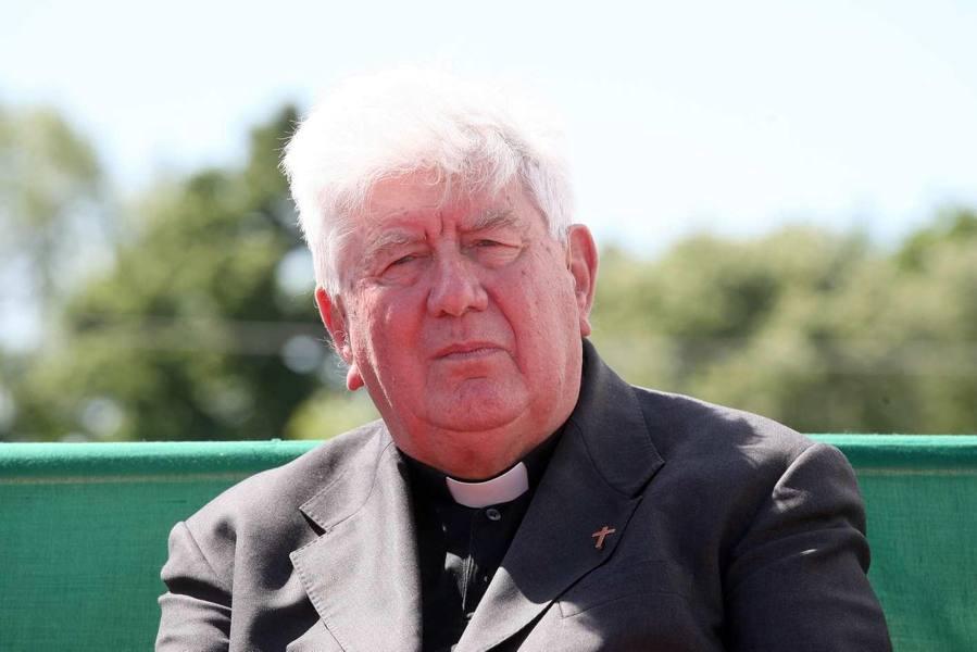 «Sì a preti sposati e sacerdoti donne» Così don Armando sfida la Chiesa
