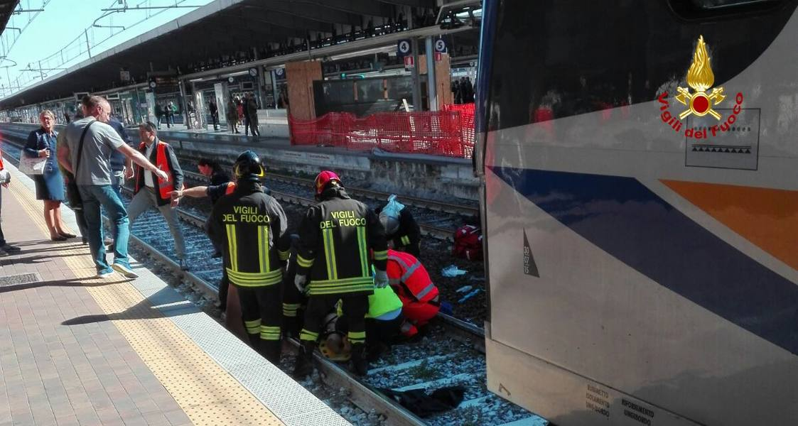 Investita dal treno in stazione Donna trentenne perde un braccio