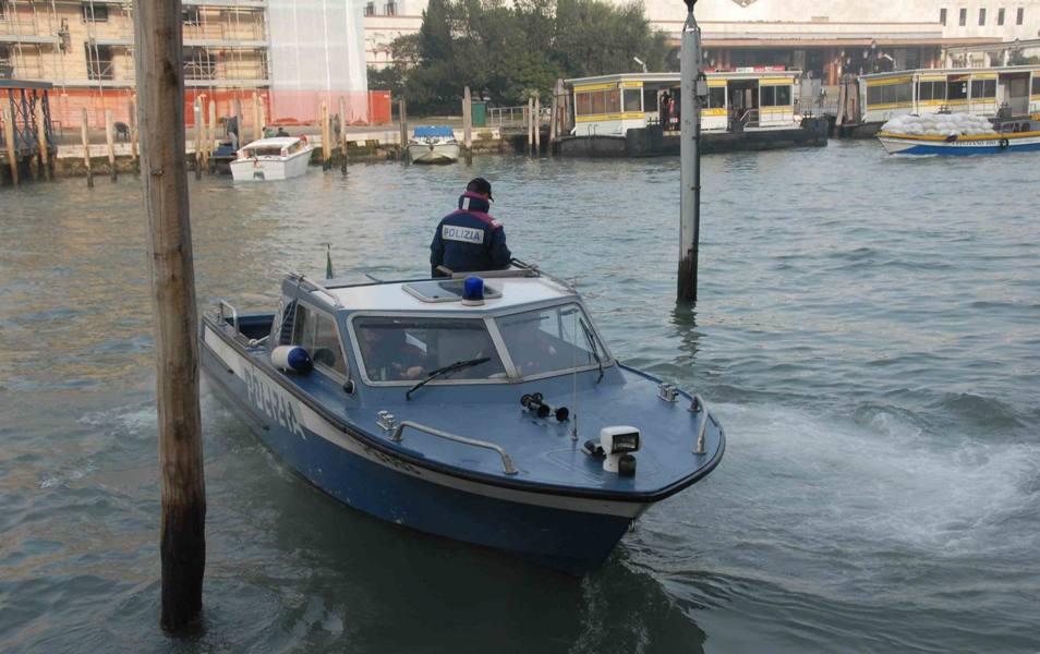 Giallo a Venezia, cadavere in acqua