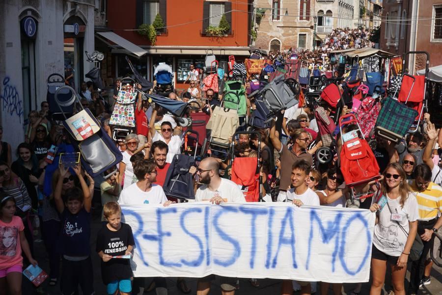 Residenti in centro storico, caduta libera Scesi sotto la quota di 55mila Dopo i carretti, la marcia dei trolley