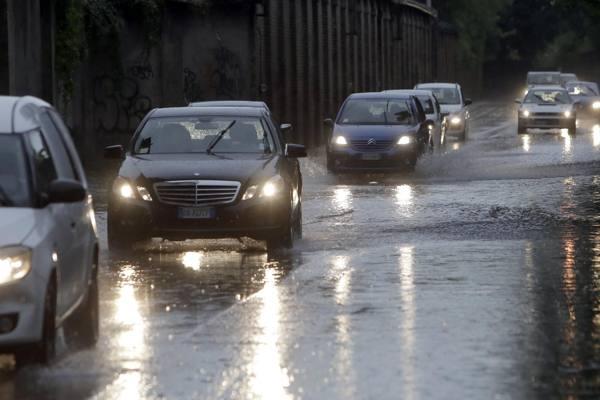 Maltempo, piogge e temporali Maxi acqua alta a Venezia
