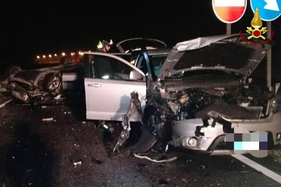 Schianto tra due auto nella notte Tre feriti finiti in ospedale