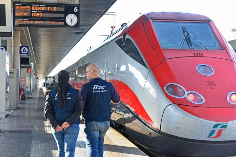 Corre per prendere il treno Turista di 76 anni muore