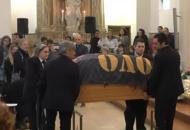 Albachiara per l'addio ad AlbertoIn chiesa il sax di Vasco | Il video