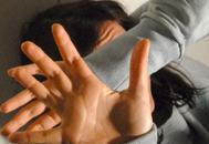 Pugni e frustate a moglie e figliemarocchino finisce in carcere