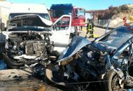 Schianto tra auto e furgone, due feriti